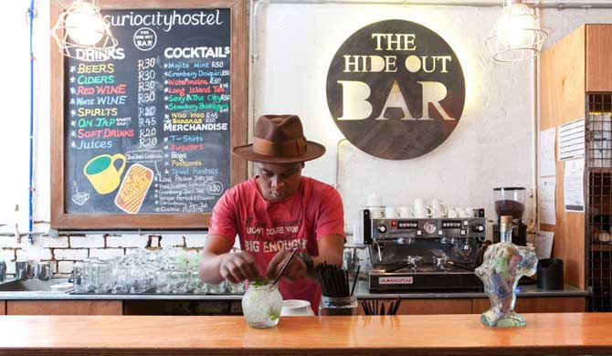 Curiocity-Backpackers-Johannesburg-Bar