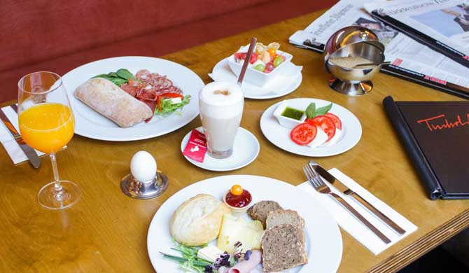 Art-Hotel-Tucholsky-Breakfast